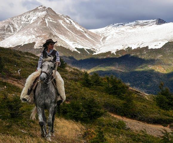 Horse riding estancia la peninsula torres del paine