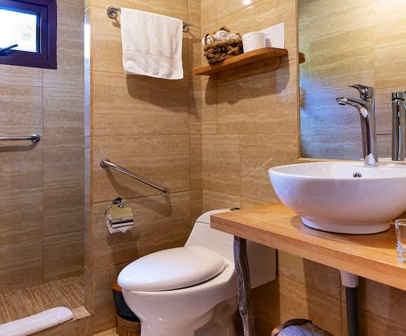 Bathroom at Mallin Colorado Lodge, Lago General Carrera, Patagonia, Chile