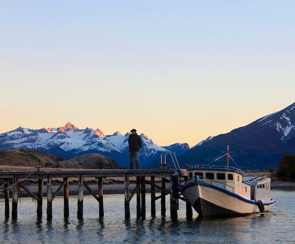 Estancia la Peninsula boat Torres del Paine