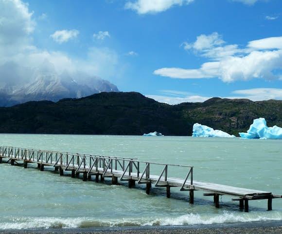 Lago Grey and Grey beach